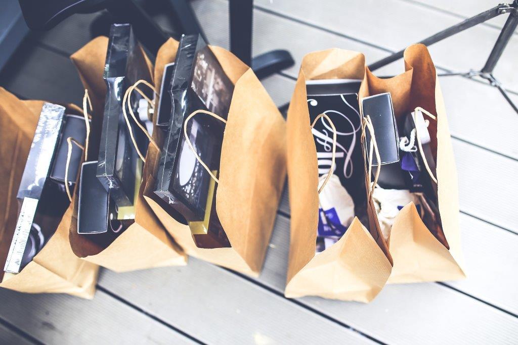 Nueva normativa sobre la obligación de cobrar por las bolsas de plástico en los comercios.